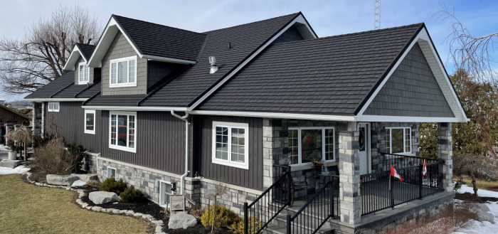 TILCOR CF Shingle with concealed fastening in the colour Charcoal